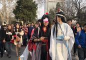 南京人潮涌向鸡鸣寺-樱花大道