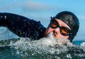 超越凡人,他游泳5个月不上岸,简直如开挂一般