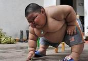 3岁小男孩体重120斤身高1.1米,智商却远超同龄人!