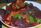 """吃猪血豆腐后拉黑便,是身体排出的""""毒素""""吗?吃之前你要看明白"""