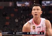 广东男篮提前半场宣布15连胜 单节爆砍44分半场领先24分