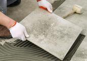 看看德国瓦工都是怎么铺瓷砖的,又平又快,几十年都不会空鼓开裂