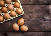 笼养鸡的蛋颜色深?蛋黄颜色越深就营养越高吗?