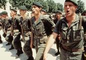战场上唯一不受保护的兵种直接枪毙也没人管,日内瓦公约也没用!