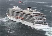 恶劣海况导致邮轮发动机故障,1300名乘客被困,部分船舱已进水