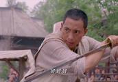 小伙擂台比武,关键时刻想起师父传授秘诀,一刀砍断对手武器获胜
