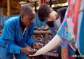 王俊凯抵达肯尼亚首日就做了两件事,还和一位女士有了亲密互动