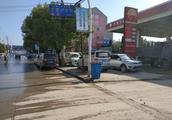 加油站附近成停车场,安全隐患严重