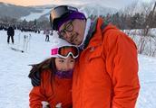 李湘晒女儿王诗龄滑雪照片,Angela红色外套装备齐全,小脸通红