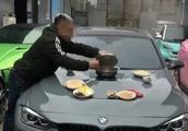 成都街头宝马车现可煮火锅的引擎盖?交警:擅自改装