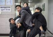 韩国人用第一票房片狠狠打了我们的脸,韩式炸鸡也赢了中国小龙虾