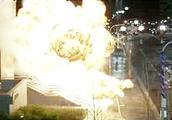 这部经典动作片太猛了,恐怖分子发射导弹,直接摧毁警察装甲车