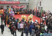 平凉市崆峒区白庙乡梨花塬山庄举行第二届社火汇演活动