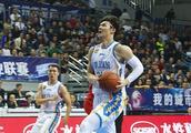 王哲林完爆哈达迪,两场比赛爆砍79分40篮板,李楠看了得多高兴