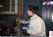 充电桩用不了,居民私自拉线充电动车,民警:极易引发火灾!