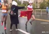 对话马拉松递国旗事件质疑者魏静:我没有对她道德绑架