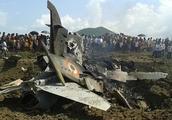 印空军王牌飞出超标机动,战机径直冲向友机,在空中炸成一团火球