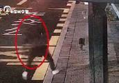 深圳一男子疑似醉酒摔倒机动车道遭碾压身亡