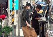 吴奇隆晒孕妇餐,近50岁得子的有这两位,而她依旧单身!