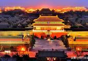 故宫提前点亮华灯,晚上的紫禁城太美了。