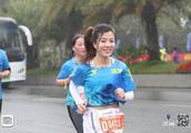 2018深圳马拉松精彩实拍,看着多么欢乐,难怪这么多人跑