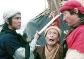 元彪想劫个船跑路,没想到洪金宝也在船上,俩人瞬间开始互砍!
