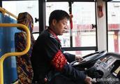 """老屈的倔强 —记""""中国好人""""潼关县公交司机屈栓宁"""