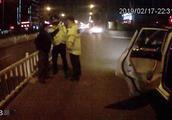 廊坊一男子酒驾被举报 撒泼辱骂交警