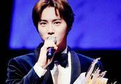 EXO队长金俊勉获第7届Yegreen音乐剧人气奖,获奖感言:因为是EXO