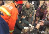 """石家庄平山一男子被耕地机械刺穿腿部,120急救和消防救援人员""""会诊""""后紧急救援"""