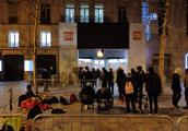 小米法国直营店香榭丽舍大街开业火热,凌晨三点就开始排队