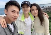 董璇晒照与友人低调出游台北 海边拍美照眼神显忧郁
