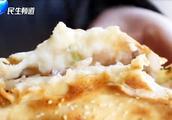 一个烧饼切上几十刀,不同于吊炉用的是缸炉,信阳人心系的家乡味