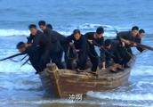 海匪入侵村庄,不料村民变成木头人炸弹,上前者直接被炸死