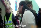 打伤民警,私自乱收游客停车费,不给就用铁链锁车,应严厉打击!