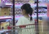 27_因购买东西的数量宝妈与女儿在超市争执不休育儿专家指出问题