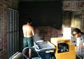 砂浆喷涂机现场实拍,自带振动筛网,走料更走心