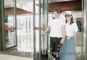 郭敬明机场偶遇178cm的奚梦瑶,这身高差隔着屏幕都想笑!