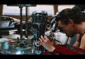 钢铁侠1:托尼制造钢铁侠1代,满满科技感,就是结局搞笑啦,,,