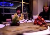 冉莹颖点了价格不菲的餐,轩轩:不好吃