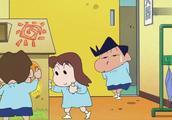 蜡笔小新吃了烤地瓜的小新,上幼儿园放屁放个不停!