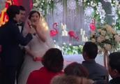 婚礼现场新娘子口误,幸亏司仪小伙反应快,扭转了尴尬的局面!