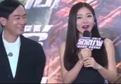 邓家佳宣布离婚后首现身 吃火锅咧嘴大笑相当开心