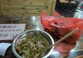小伙到好桂林第一件事就是吃米粉 桂林米粉是真便宜啊