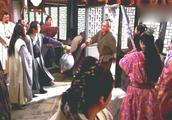 隋唐演义:薛亮称呼罗士信为傻大个儿,士信:我把你脑袋拧下来