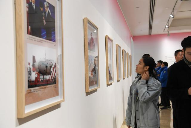 Exhibition honors overseas Chinese contributions华侨华人与改革开放40周年图片展