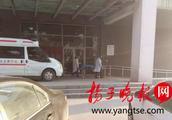 痛惜!扬州一工地电梯突发事故 两年轻工人身亡