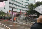 最新消息:今晨南坪西计大厦火灾造成2人身亡、13人受伤