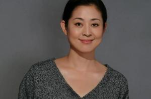 倪萍有3次婚姻,刘晓庆有4次婚姻,但两人加起来都不及她