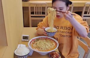 韩国美女吃播,15分钟挑战一碗面,这么大碗看着够呛